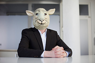 Sheep mask - p586m780964 by Kniel Synnatzschke