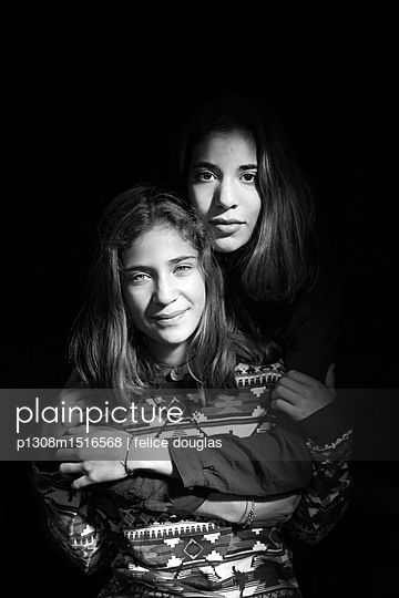 Schwestern - p1308m1516568 von felice douglas