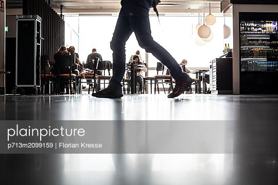 Flughafen - p713m2099159 von Florian Kresse