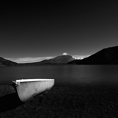 Rental boat and Mount Fuji from lake Motosu, Yamanashi Prefecture - p1166m2078144 by Cavan Images