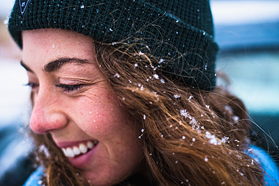 Woman face detail with snow in hair - p1166m2177083 by Cavan Images