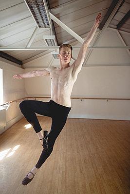 Ballerino practising ballet dance - p1315m1198801 by Wavebreak