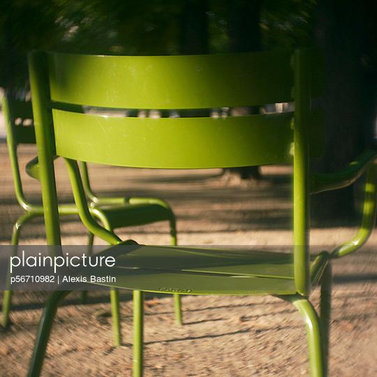 Gartenstuhl in den Tuilerien - p56710982 von Alexis Bastin