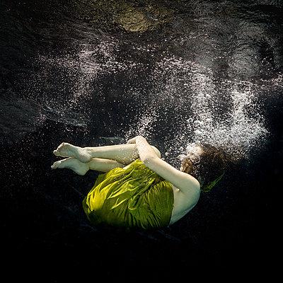 underwater ballet dancer woman  - p1554m2159069 by Tina Gutierrez