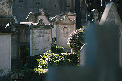 Tombstones in a graveyard, Rome - p1600m2175098 by Ole Spata