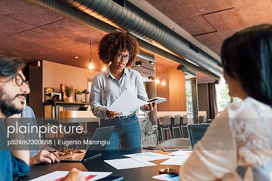 Italy, Business people having meeting in creative studio - p924m2300668 by Eugenio Marongiu