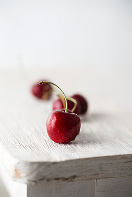 Sweet cherries - p300m1156721 by Mandy Reschke