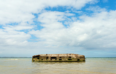 Arromanches-les-Bains, Mulberry harbour - p1132m932710 by Mischa Keijser