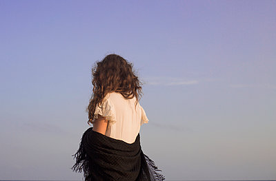 Girl from behind - p1623m2209137 by Donatella Loi