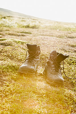 Walking boots on grass - p312m2078725 by Kentaroo Tryman