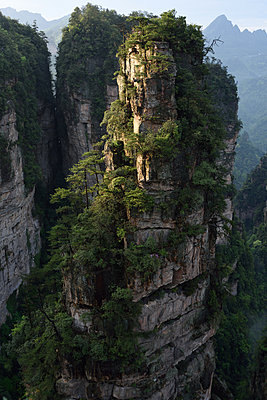 Zhangjiajie National Forest Park, China - p523m1148686 von Lisa Kimmell