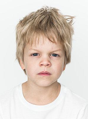 Portrait of blonde boy - p869m1109756 by Dombrowski