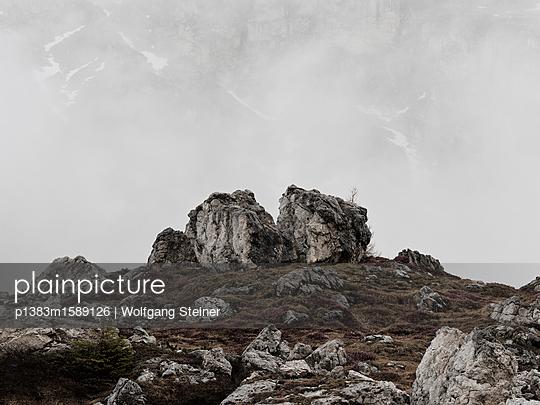 Geröll und Felsen im Nebel - p1383m1589126 von Wolfgang Steiner