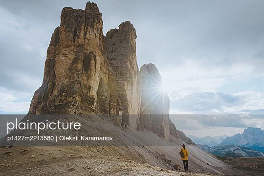 Italy, South Tirol, Sexten Dolomites, Tre Cime di Lavaredo, Woman looking at rock formations - p1427m2213580 by Oleksii Karamanov