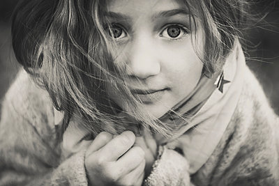 Portrait of little girl - p1150m1041231 by Elise Ortiou Campion