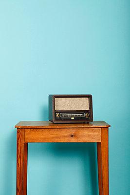 Antikes Radio - p249m1055129 von Ute Mans