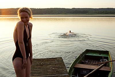 Woman and man at a lake - p4240275 by Justin Winz