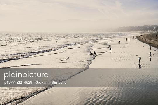 United States, California, Los Angeles, Pacific ocean, Route 66, Santa Monica, Santa Monica beach on the Pacific coast - p1377m2214529 by Giovanni Simeone