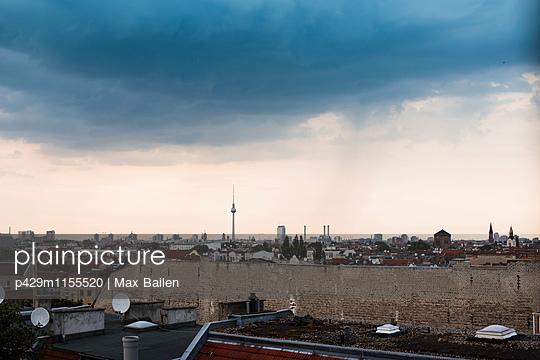 p429m1155520 von Max Bailen