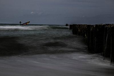 Surfer in der Ostsee - p1243m1108977 von Archer