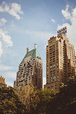 Alte Hochhäuser in New York City - p946m956197 von Maren Becker