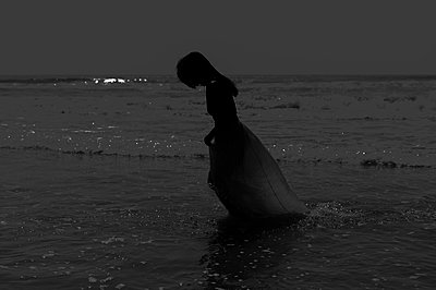 Woman by the sea - p1150m2128670 by Elise Ortiou Campion
