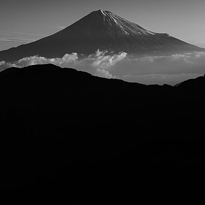 View of Mount Fuji with sea of clouds at sunrise on a peaceful morning - p1166m2157100 by Cavan Images