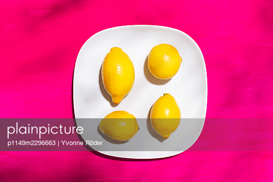 Lemons - p1149m2296663 by Yvonne Röder