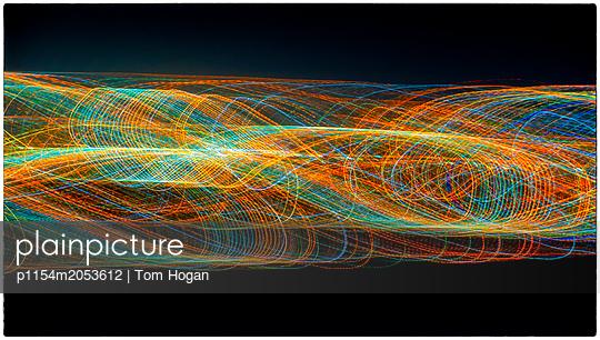 Lichtspuren - p1154m2053612 von Tom Hogan