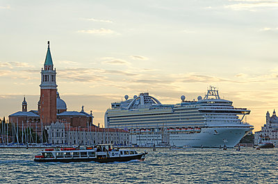 Cruise liner in Venice - p1292m1122900 by Niels Schubert