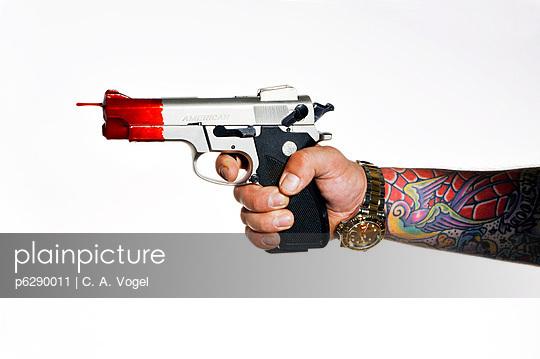 Pistole mit Blut - p6290011 von C. A. Vogel