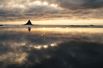 Pacific Ocean Sunset - p1262m1064000 by Maryanne Gobble