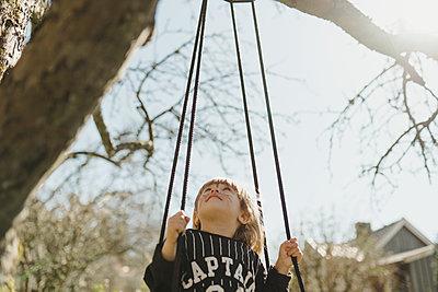 Girl on swing - p312m2139367 by Stina GrŠnfors
