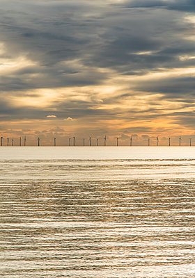Offshore wind farm as viewed from Brighton beach, East Sussex, England - p651m2032972 by Nadia Isakova photography