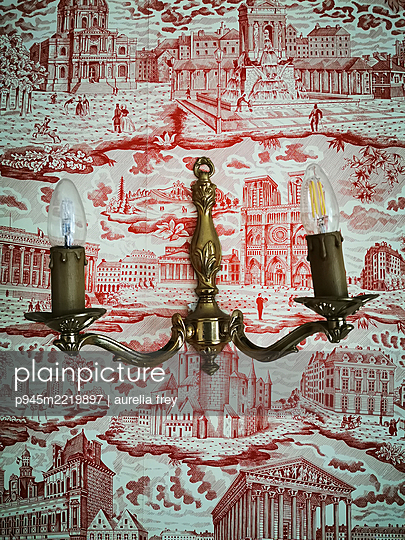 Nostalgic wall lamp on wallpaper with architectural themes - p945m2219897 by aurelia frey