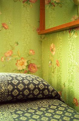 Hotelzimmer Detail - p4140214 von Volker Renner