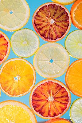 Zitrusfrüchte - p954m1516635 von Heidi Mayer