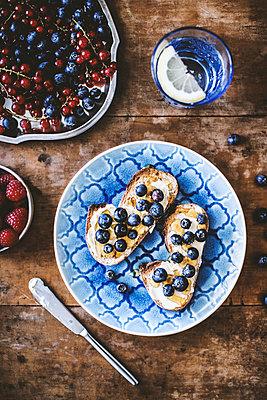 Beeren-Frühstück I - p1126m912568 von Tina Sturzenegger
