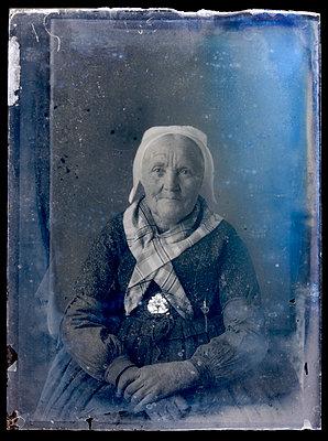 Historisches Foto, Alte Frau - p265m2022702 von Oote Boe