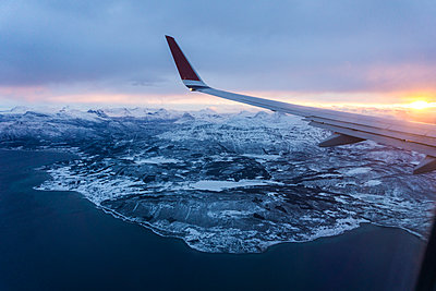 Airplane's wing over the mountains, from the window, while flying, sunrise - p300m1101383f by Lorenzo Mattei