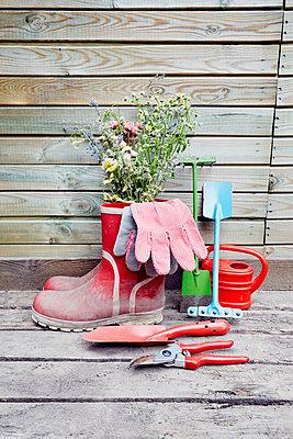 Gartenarbeit - p464m1172253 von Elektrons 08