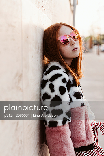 Portrait of teenage girl wearing fashionable clothes - p312m2080031 by Lina Arvidsson