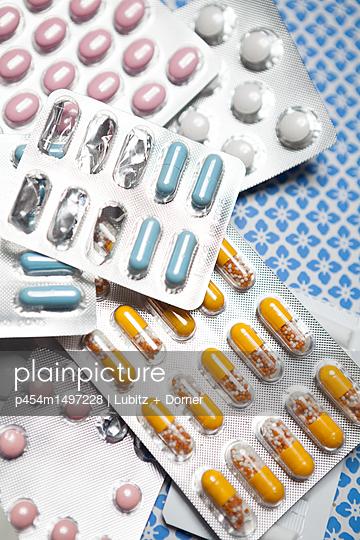 Verschiedene Tabletten - p454m1497228 von Lubitz + Dorner