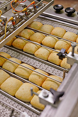 Production of bread rolls - p390m881073 by Frank Herfort