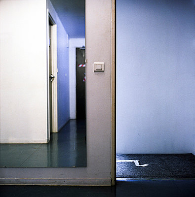 Irritating rooms - p9110492 by Benjamin Roulet