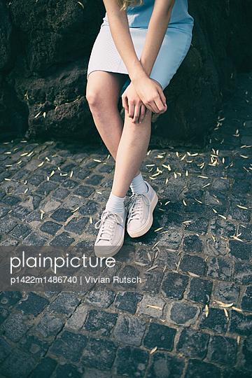 Beine einer jungen Frau - p1422m1486740 von Vivian Rutsch