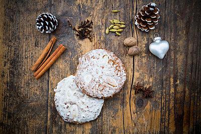 Nuremberg gingerbread and ingredients - p300m1018999f by Larissa Veronesi