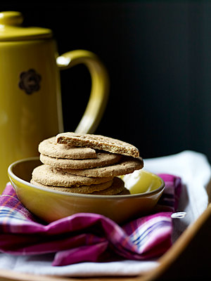 Digestive biscuits in bowl on pink tartan - p349m2167778 by Polly Wreford