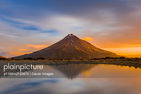 Incredible volcano at sunset in Taranaki, New Zealand - p1166m2123872 by Cavan Images