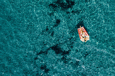 Woman on air mattress in the sea, drone photography - p713m2289224 by Florian Kresse